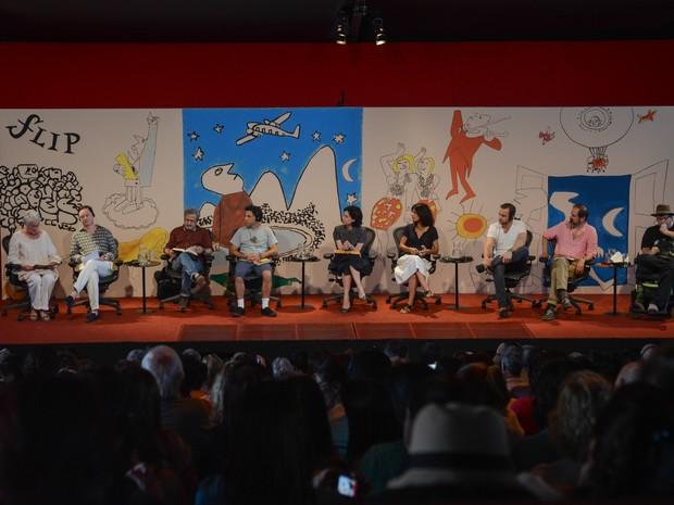 Mesa de encerramento da Flip 2014 neste domingo (3), em que escritores leem trechos de seus livros favoritos (Foto: Flavio Moraes/G1)