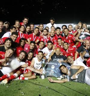 Huracán comemora o título da Copa Argentina (Foto: Agência EFE)