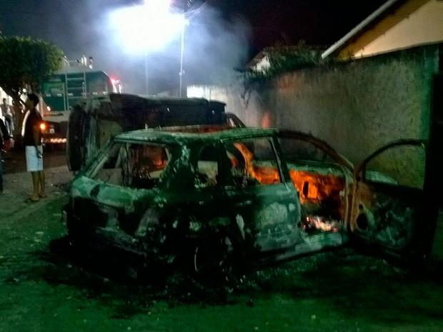 Veículos foram alvo de ação criminosa após morte de criança em Amargosa (Foto: Danilo Cardoso/Arquivo Pessoal)