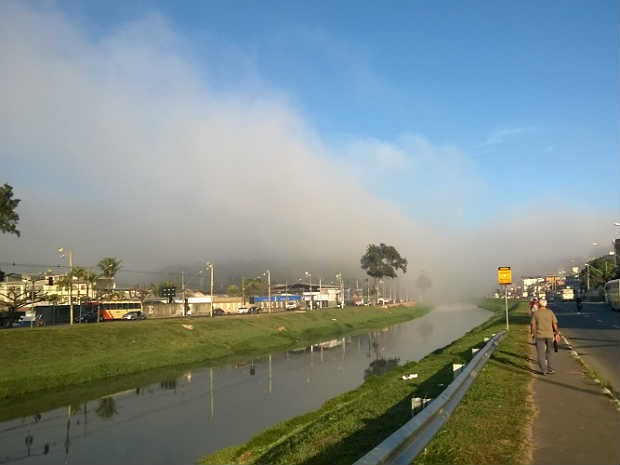 Nevoeiro de manhã em Juiz de Fora (Foto: Roberta Oliveira/ G1)