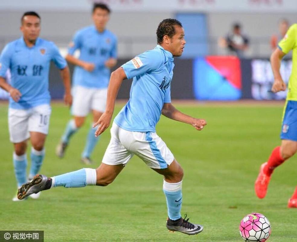 Geuvânio em ação pelo Tianjin Quanjian: atacante é o novo alvo do Flamengo (Foto: Divulgação)