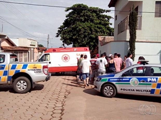 Criminosos fazem três reféns em tentativa de assalto em Indiara, em Goiás (Foto: Reprodução/TV Anhanguera)