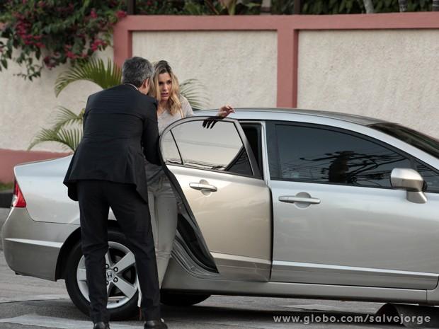 Érica aceita ajuda de Haroldo e vai para hospital (Foto: Salve Jorge/TV Globo)