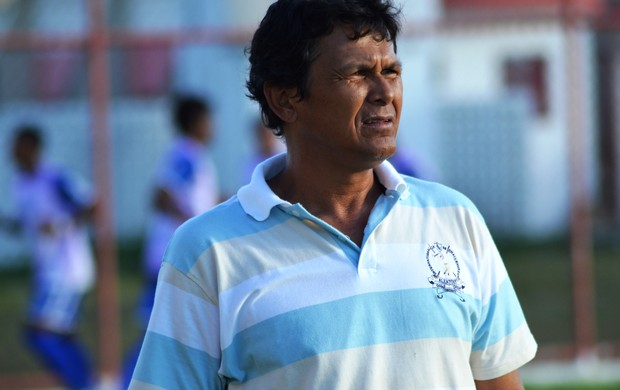 Gil Sergipano aprovou a raça dos jogadores (Foto: Felipe Martins/GLOBOESPORTE.COM)