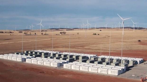 Bateria gigante da Tesla foi construída na Austrália (Foto: Agência O Globo)