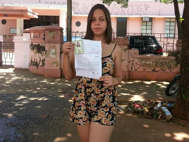 Estudante Milena Nogueira, 16, perdeu o Enem por ter sido inscrita para prova em outra cidade, em Goiás (Foto: Vanessa Martins/G1)