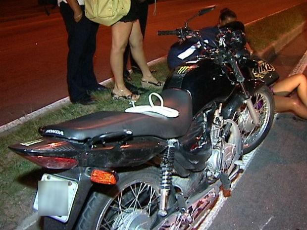 Moto que se envolveu no acidente (Foto: Reprodução/TV Gazeta)