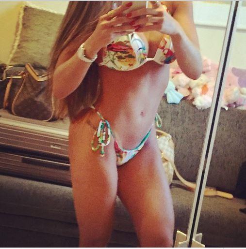 Carol Muniz posa de biquíni (Foto: Reprodução / Instagram)