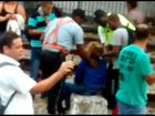 Vídeo mostra mulher sendo retirada de trem após passar mal em acidente