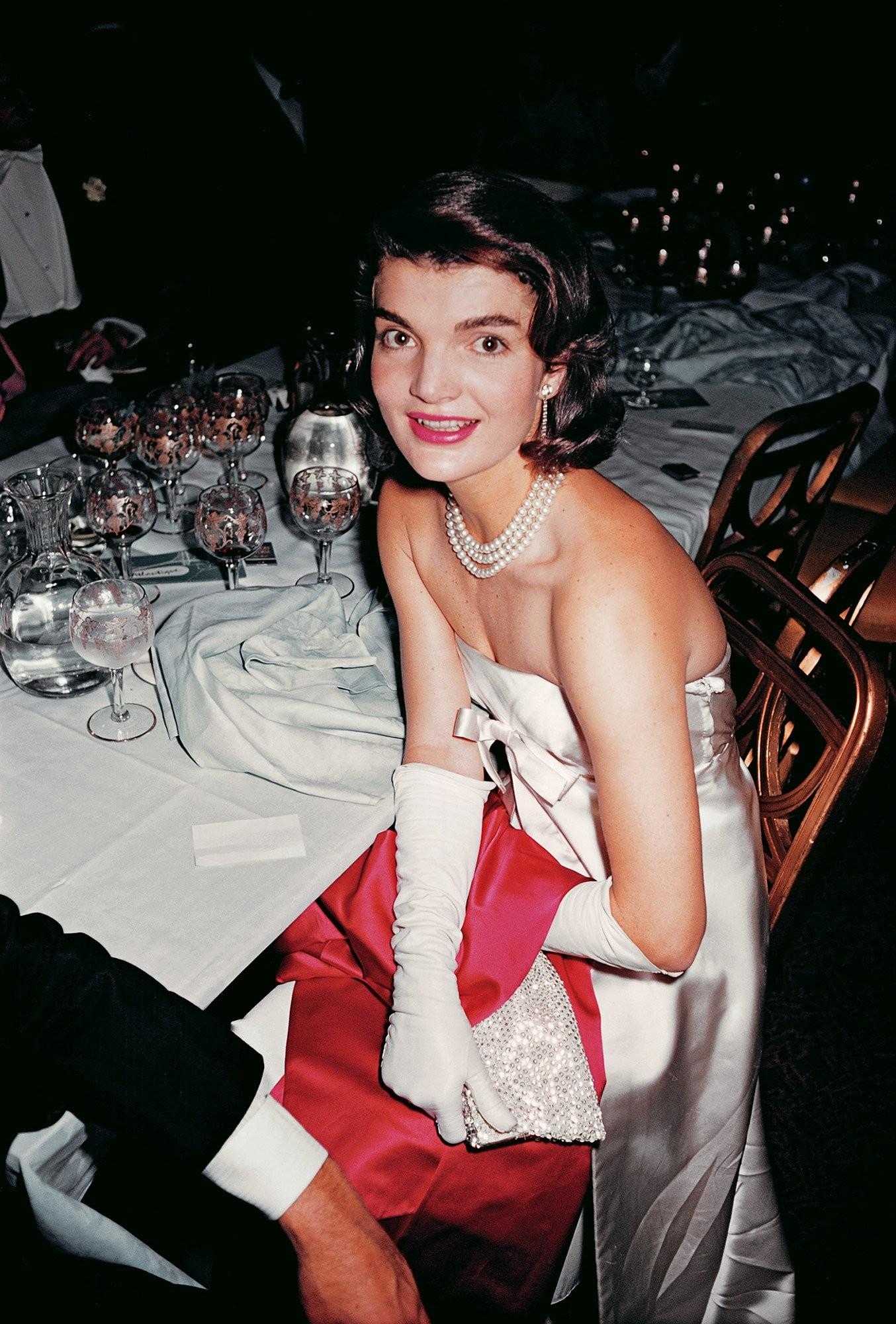 Jacqueline Kennedy, Paris Ball, Nova York, 1959. (Foto: Slim Aarons/Divulgação)