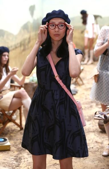 Modelo em apresentação de Orla Kiely, na Semana de Moda de Londres, coleção Primavera/Verão 2014