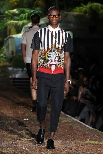 Modelo desfila para a DSquared2, na Semana de Moda de Milão, Primavera/Verão 2014