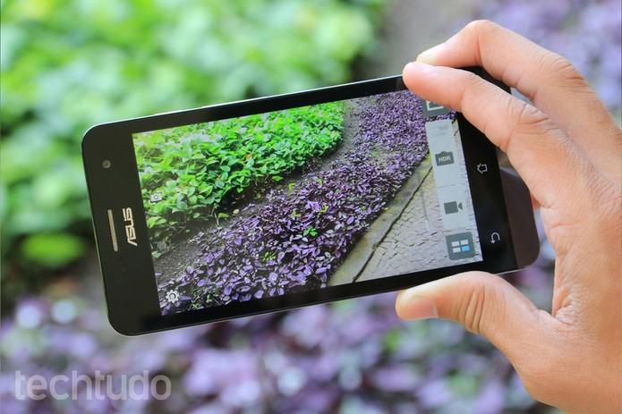 Zenfone 5 tem câmera de 8 megapixels com gravação Full HD (Foto: Lucas Mendes/TechTudo)