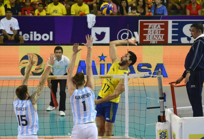 Evandro, Brasil x Argentina, Sul-Americano de vôlei (Foto: Alexandre Arruda/CBV)