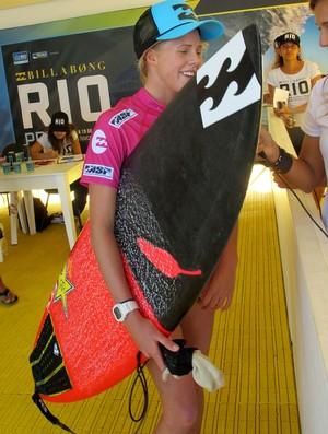 Surfe Prancha rubronegra de Laura Enever no Rio Pro (Foto: Gabriele Lomba)