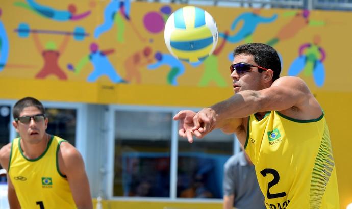 Vitor Felipe e Álvaro superam mexicanos e avançam às quartas de final (Foto: Bruno Miani/Inovafoto)