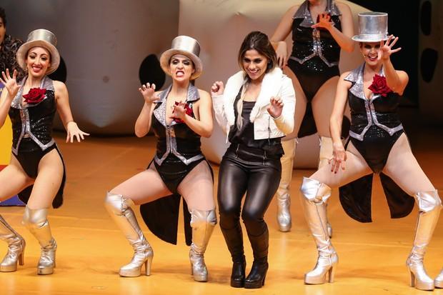 Ex-BBB Vanessa rebola durante musical em São paulo (Foto: Manuela Scarpa/Photo Rio News)