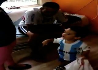 Menino escolhe camisa do Grêmio e desaponta pai são-paulino (Foto: Reprodução)