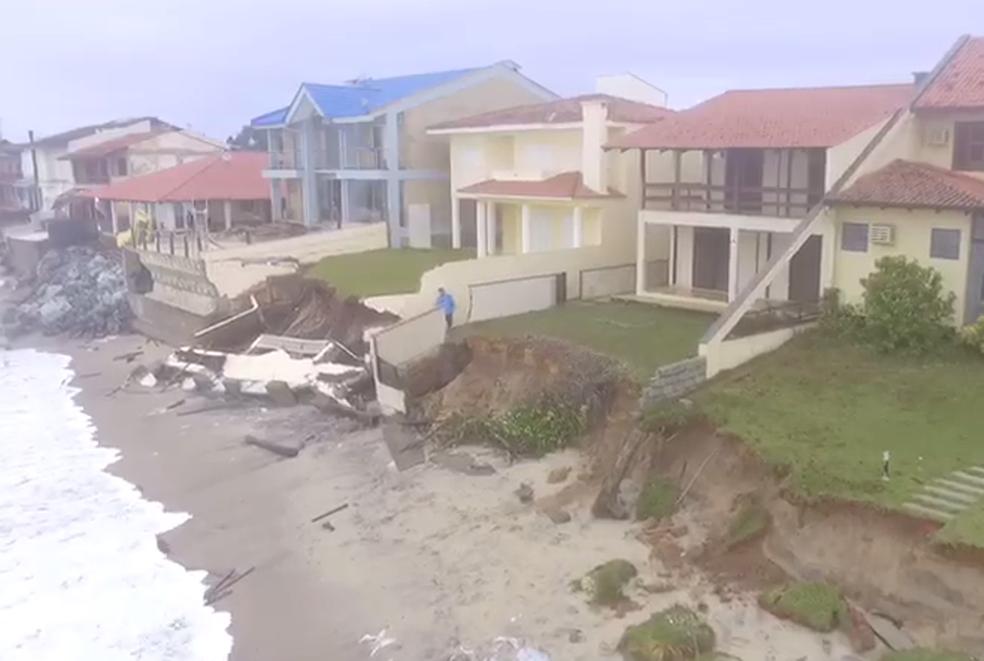 SC: Imagens aéreas mostram estragos na orla de Barra Velha após ressaca | SC / Santa Catarina | G1
