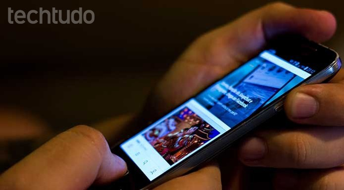 Aperte simultaneamente os botões de bloqueio e home do Galaxy S4 mini (Foto: Murilo Molina/TechTudo)