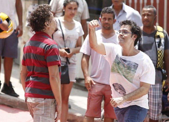Rui tenta se defender de Oziel (Foto: Raphael Dias/ Gshow)