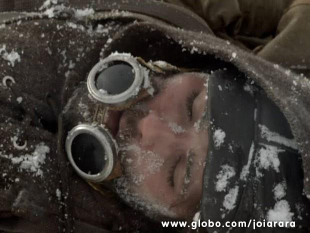Franz sofre acidente e é soterrado por uma avalanche (Foto: Joia Rara/ TV Globo)