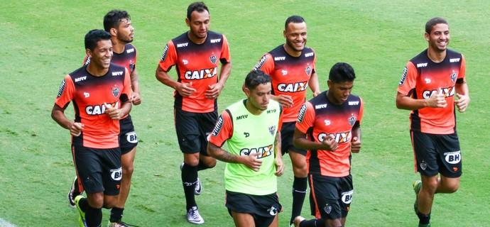 Jogadores do Atlético-MG correndo no campo; Patric, Mansur, Carlos e Gabriel (Foto: Bruno Cantini / Atlético-MG)