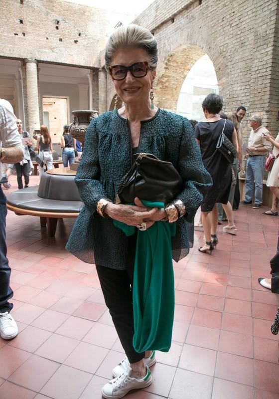 Costanza Pascolato prestigiou os desfiles do primeiro dia da semana de moda paulista  (Foto: Ag News)
