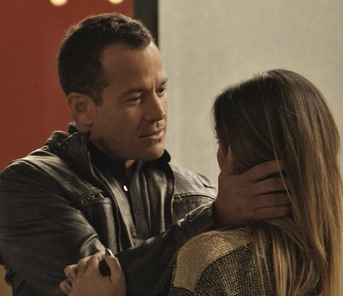 Apolo fala que está adorando Tamara cada dia mais (Foto: TV Globo)
