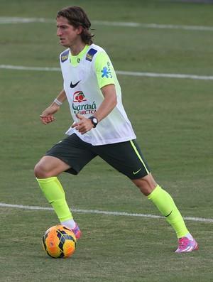 Filipe Luis no treino do Brasil (Foto: Mowa Press)