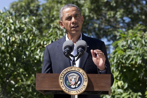 O presidente dos EUA, Barack Obama, discursa nesta quinta-feira (15) em Marthas' Vineyard. (Foto: AP)