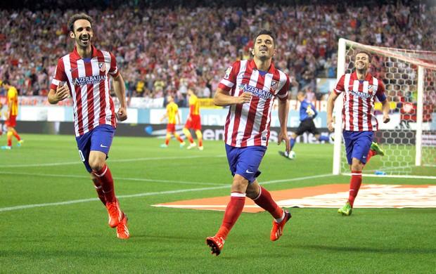 David Villa comemora gol do Atlético de Madri contra o Barcelona (Foto: Agência AP)