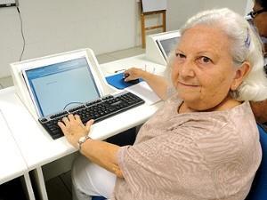 Idosos podem se inscrever em curso de Informática (Foto: Divulgação / Prefeitura de Itanhaém)