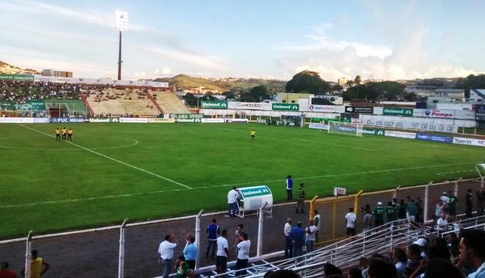Caldense joga no Ronaldão (Foto: Filipe Martins)