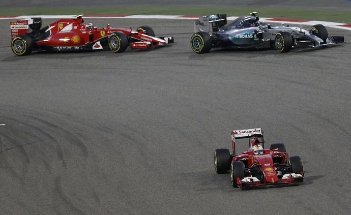 Ferrari e Mercedes GP do Bahrein (Foto: Reuters)