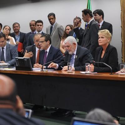 Lei da Palmada é aprovada na CCJ da Câmara