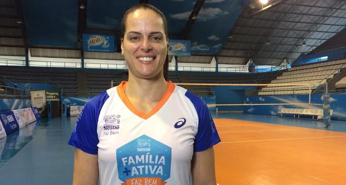 Elisângela está na expectativa de uma atitude da CBV  (Foto: Livia Laranjeira)