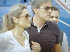 Heloísa chega a Comunidade e exige ver Lili (Foto: Além do Horizonte/TV Globo)