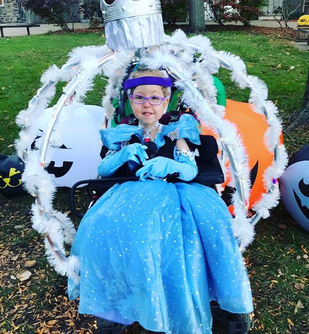 Roslyn Breen e sua cadeira carruagem (Foto: Reprodução / Facebook)