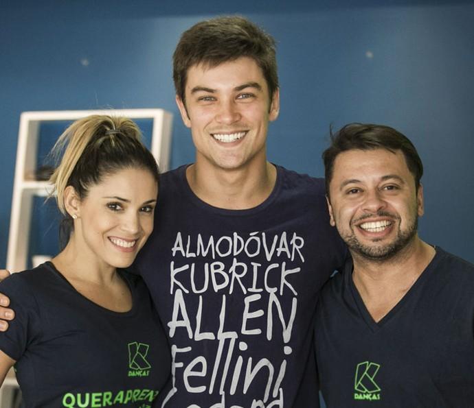 Para arrasar no forró, o ator tem a ajuda do professor Kilve Costa (Foto: Raphael Dias/Gshow)