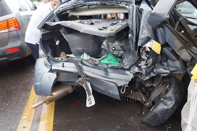 Veículo em que estavam as três vítimas do acidente no Piauí (Foto: Misael Lima/MPiauí.com)