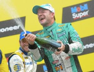 Rubens Barrichelo comemora pódio (Foto: Divulgação)