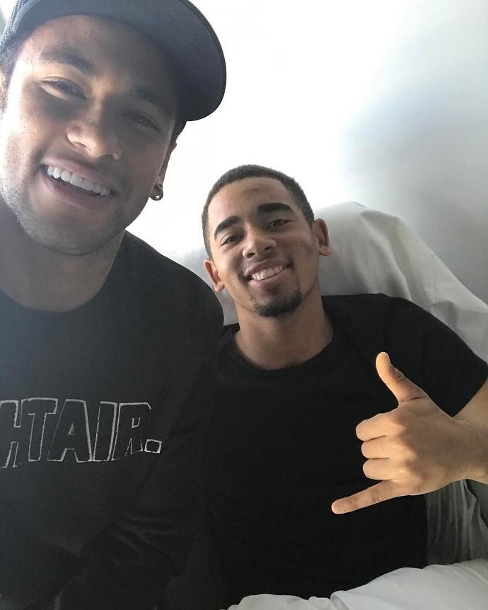 """BLOG: Neymar visita Gabriel Jesus no hospital em Barcelona: """"Tamo junto fiote"""""""