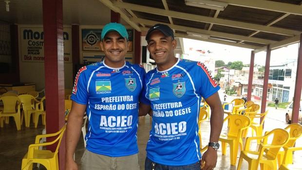 Cassiano e Josuel apoiaram o Espigão (Foto: Paula Casagrande/GLOBOESPORTE.COM)