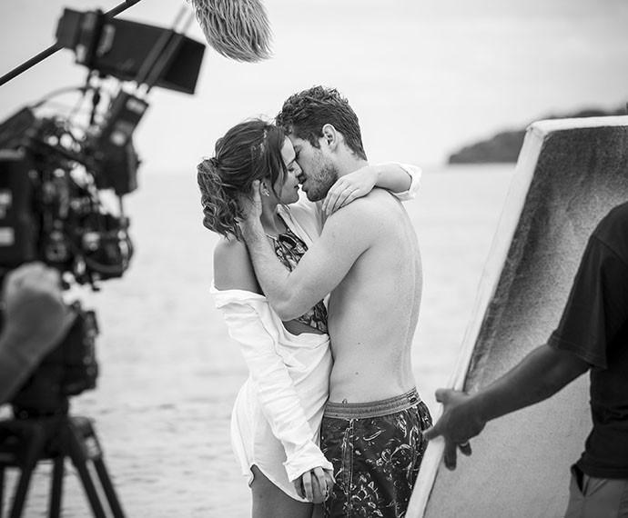 Bruna Marquezine e Maurício Destri gravam cenas de I Love Paraisópolis como Mari e Ben (Foto: Raphael Dias/Gshow)