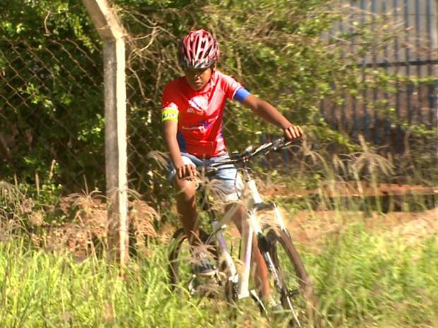 Rodrigo driblou as dificuldades para realizar sonho de competir em prova de ciclismo em São Joaquim da Barra, SP (Foto: Mauricio Glauco/EPTV)