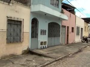 Ex-prefeito de Pau Brasil fo morto a tiros na porta de casa (Foto: Reprodução/TV Bahia)
