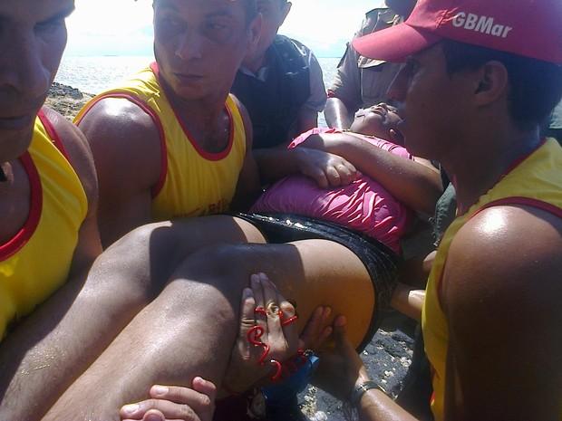Jovem foi resgatada quando se preparava para pular a Ponte do São Francisco (Foto: Geörge Gabardine/Divulgação)