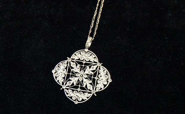Colar de diamante e platina recuperado do Titanic que ficará à mostra nos  EUA (Foto 798bebf314