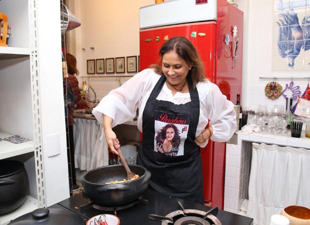 Fafá de Belém prepara prato típicos da culinária paraenase (Foto: Deividi Corrêa/AgNews)